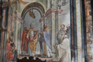 Finte architetture nella parete sinistra del presbiterio